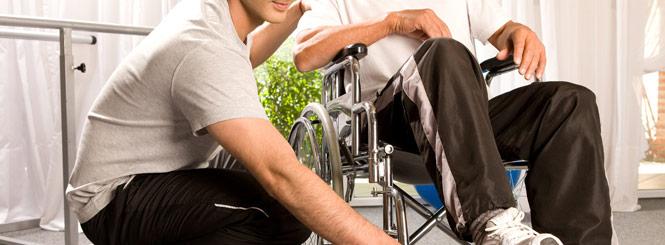 pflege des alten Menschen - Praktisch und bequem für die bettliegenden Patienten